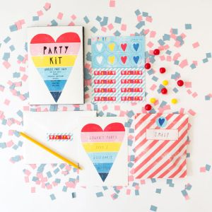 PK103-_Rainbow_Heart_Party_Kit_grande